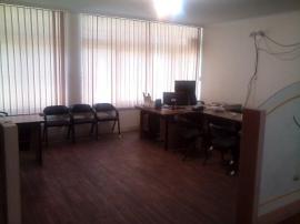 اجاره تعدادی میز اداری یا اتاق در دفتر کار مبله